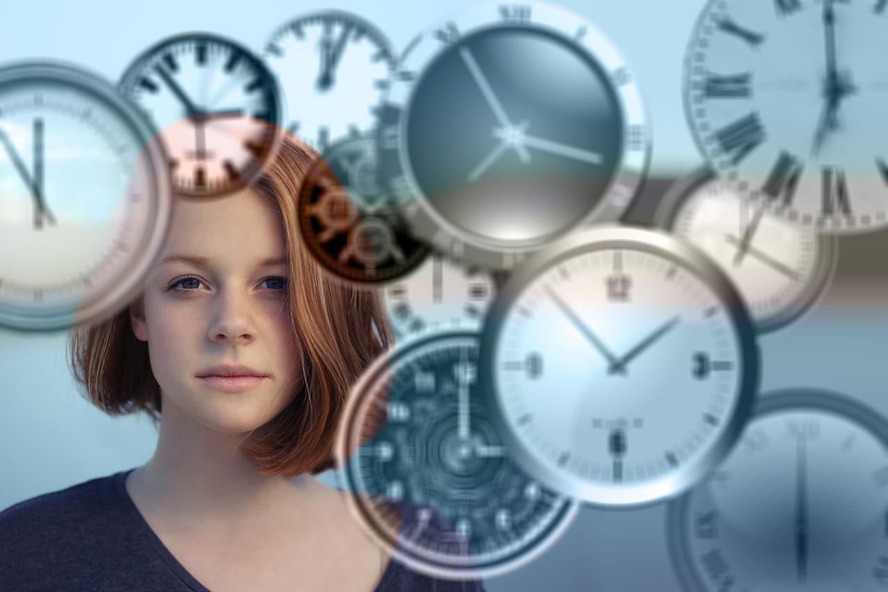 אישה ושעונים